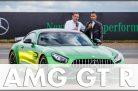Weltpremiere: Tobias Moers und Weltmeister Lewis Hamilton präsentieren den AMG GT R in Brooklands. Quelle: Daimler / http://die-autotester.com