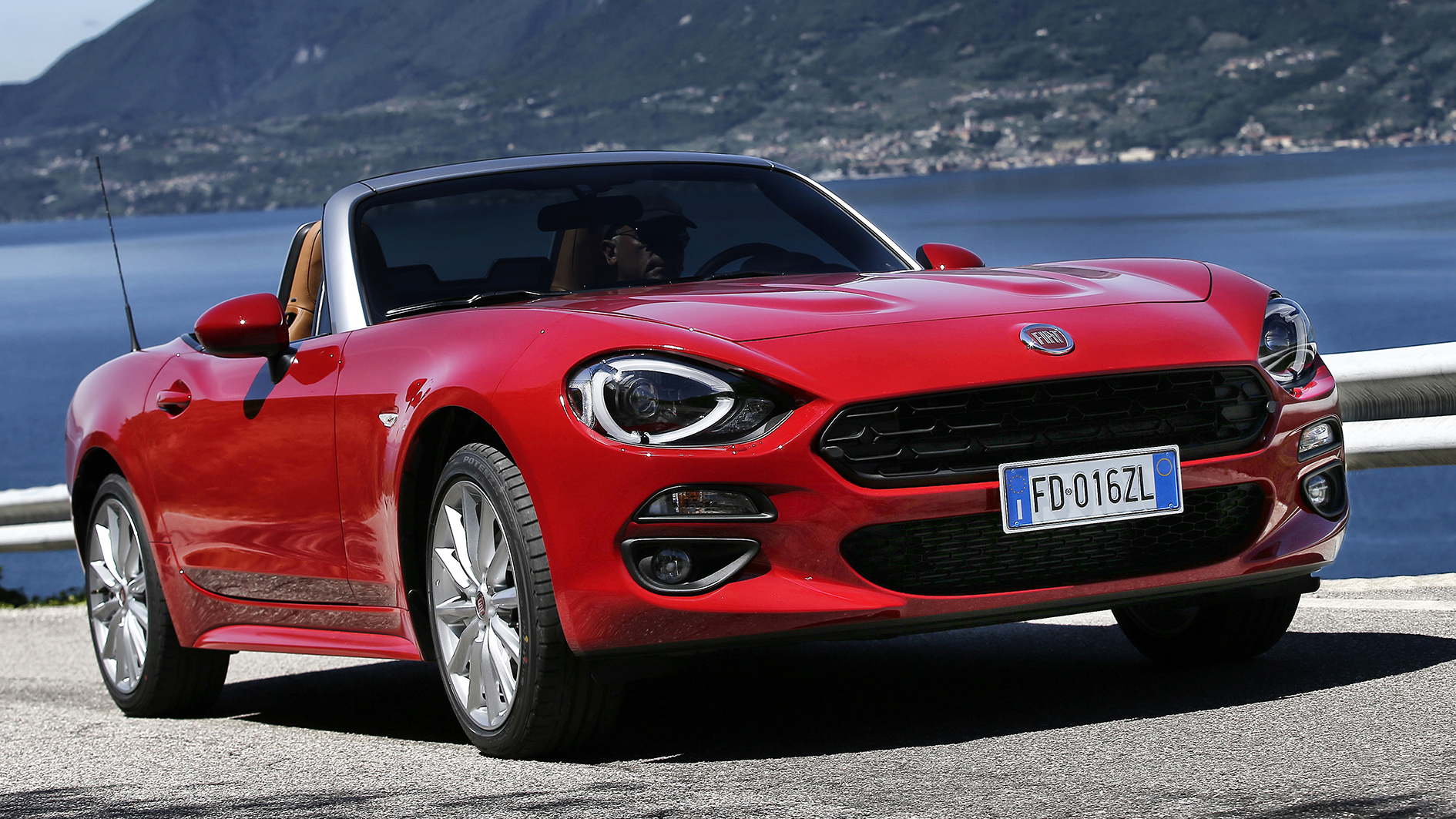 fiat 124 spider die cabrio saison beginnt test. Black Bedroom Furniture Sets. Home Design Ideas