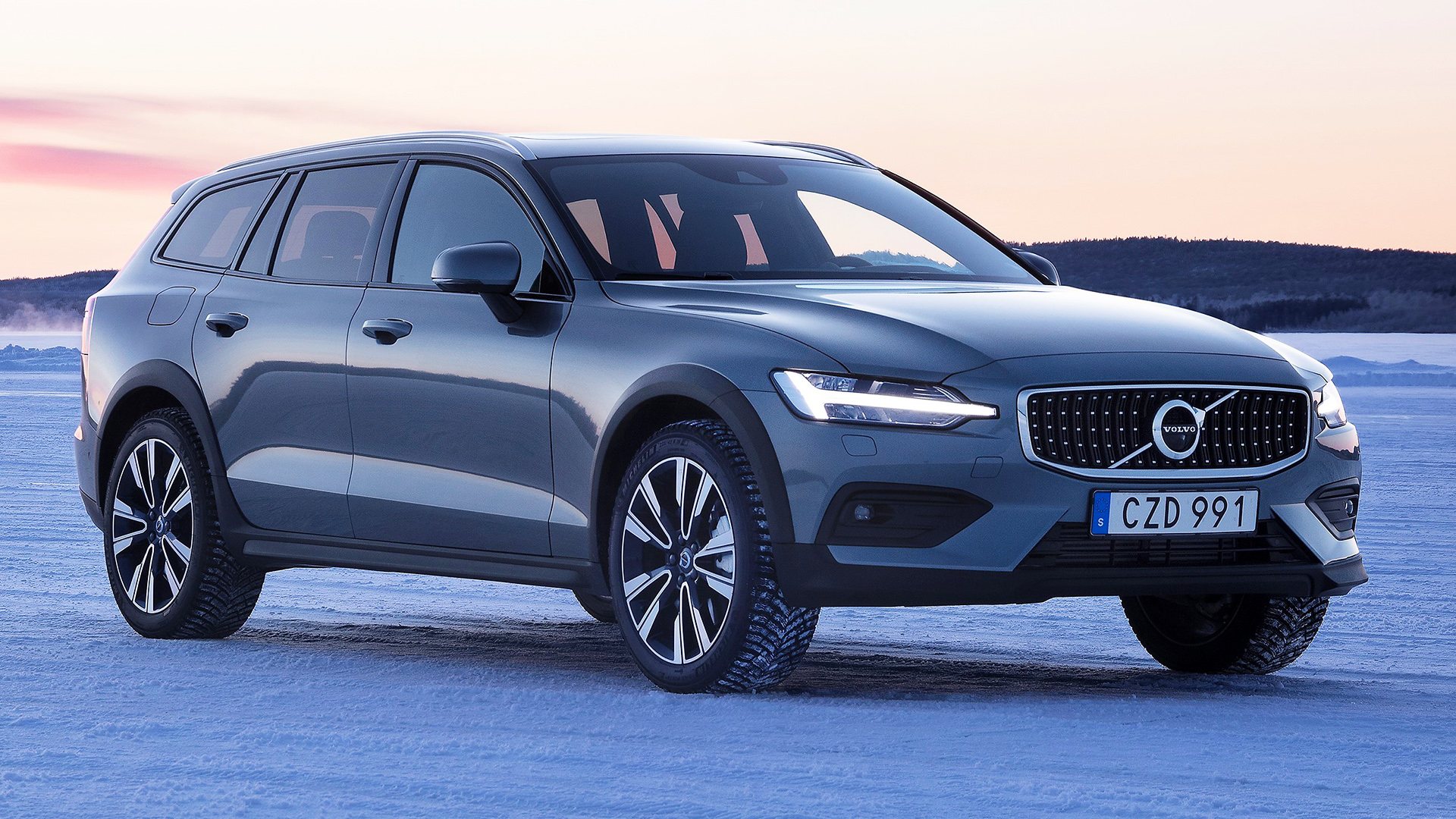 2020 Volvo V60 Cross Country Spy Shoot